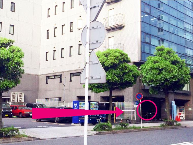 ⑨曲がって最初のビルの地下1階が新横浜LiTです